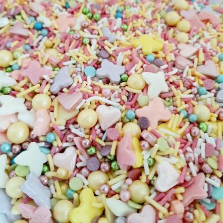 Cukrowa Posypka Wiosenny Motyl (perełki w kolorystyce wiosennej, lawendowe, różowe, fuksja, róż pudrowy, perłowy, żółte, zielone, pomarańczowe, niebieskie, białe, maczki, patyczki, perły, serca i motylki) - 55 g - Ja Posypię