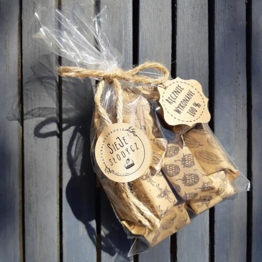 Cukierki Krówki Naturalne - Mix (waniliowe, malinowe, kakaowe i orzechowe) - woreczek 12 szt.